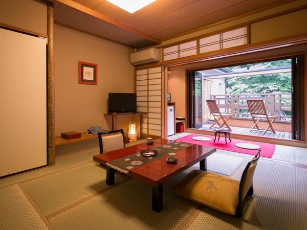 【2F】四万川を望む和風8畳+展望テラス付き客室