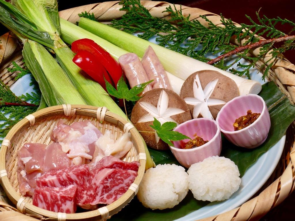 群馬産ブランド食材と夏野菜の「初夏籠盛り」の囲炉裏焼き!