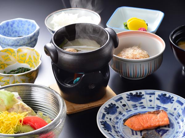 ご朝食 起き抜けの体に染み入るやさしい和朝食をご用意いたします。