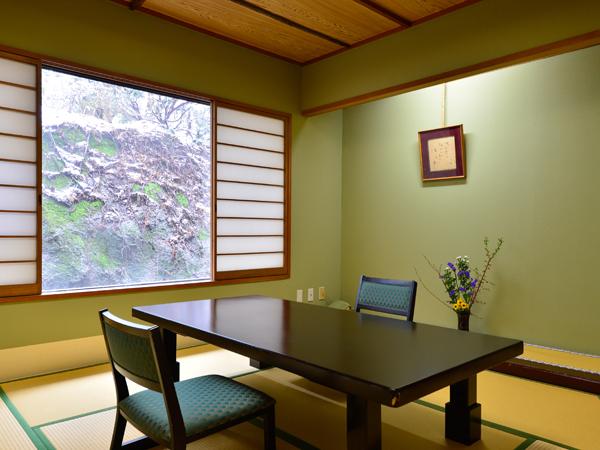 料理茶屋「杢右衛門」は京の料亭街をイメージした古風な趣きです。