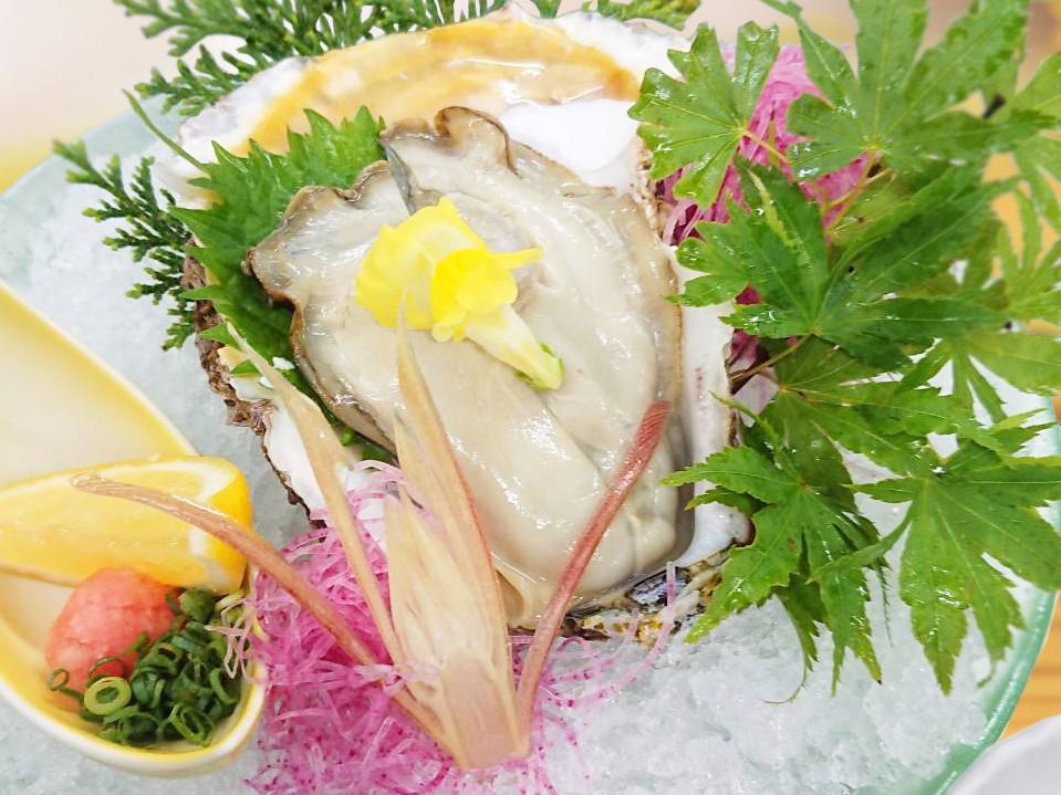 今が旬! 濃厚な岩牡蠣を贅沢に食す!