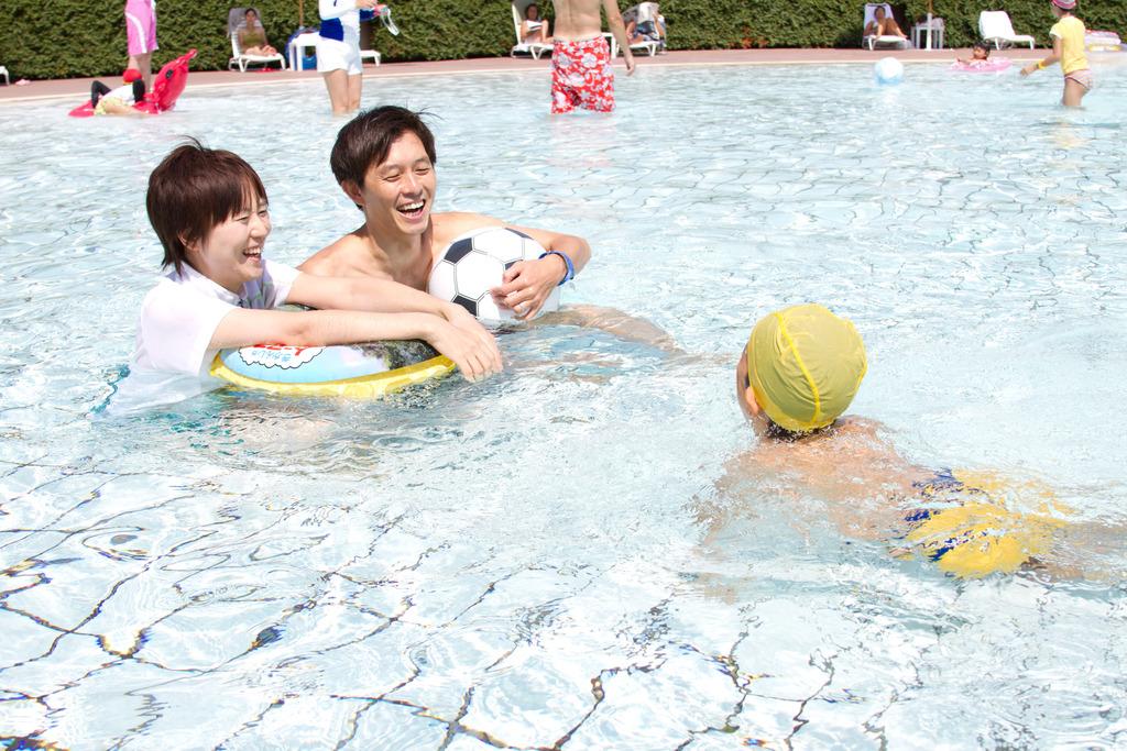 夏期限定!お子様も安心!太平洋を望む屋外プール!