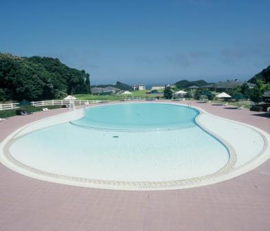 夏期限定!お子様も安心、遠くに太平洋を望む屋外プール!