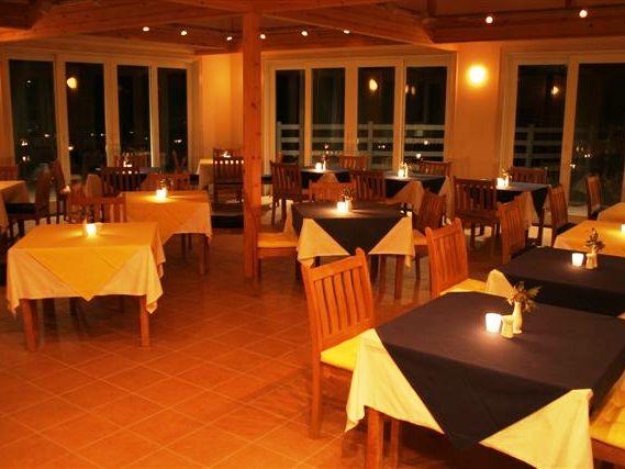 オーシャンテラスレストランは、夕朝食時お子様のご入店は、お断りしておりますのでごゆっくりお食事をお楽しみいただけます。