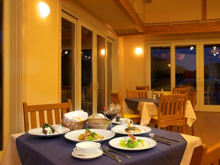レストラン オーシャンテラスでのお食事風景