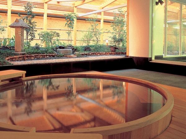 博多で湯布院・武雄温泉が楽しめる「万葉の湯」(無料シャトルバス約5分)