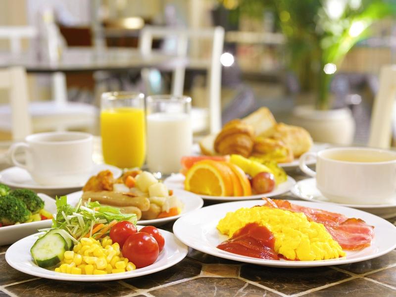 ご朝食は和洋約50種類の本格バイキング♪