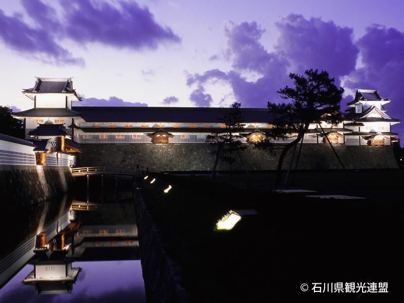 金沢城や兼六園ではライトアップイベントが盛んに行われています