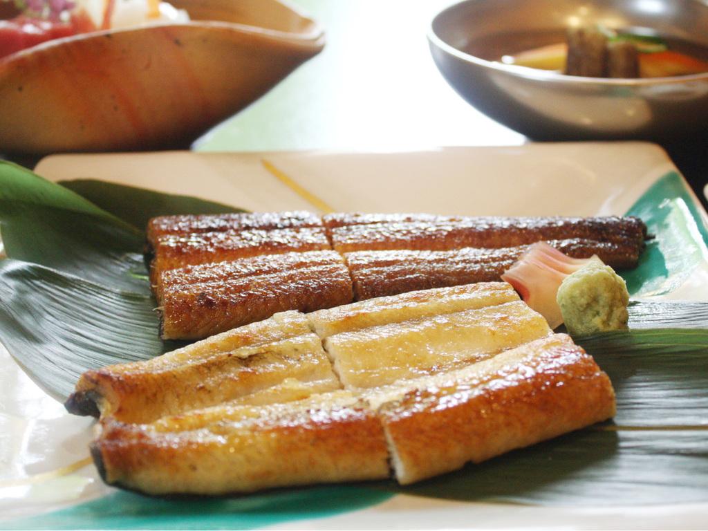 鰻の源平焼/お一人様に付き、国産鰻1本を白焼と蒲焼で