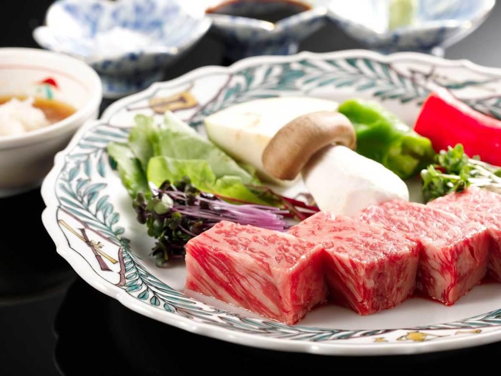 最高等級A5ランク和牛ロース肉を、【和牛ロースステーキ付金澤懐石】厚切りステーキで贅沢にお楽しみください