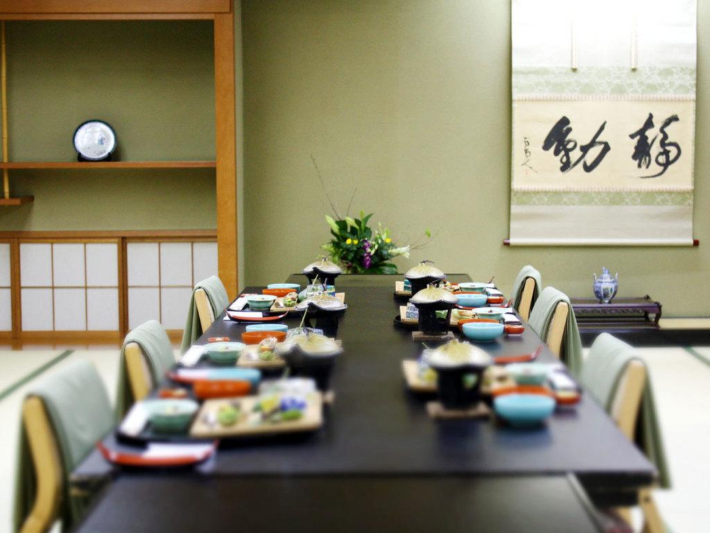 本館/会話を楽しめる個室食事処で、ゆったりとお食事をお召し上がりください