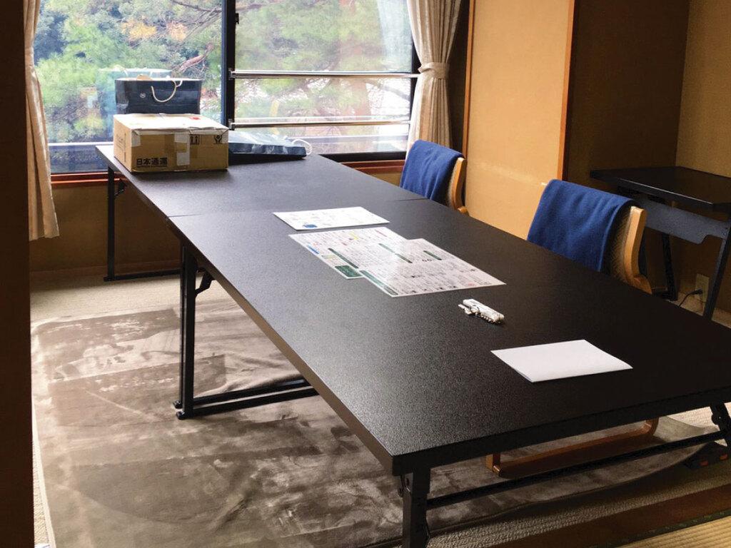 机の貸出し可能(お申し付け下さい)※アップグレードのお部屋での設置例