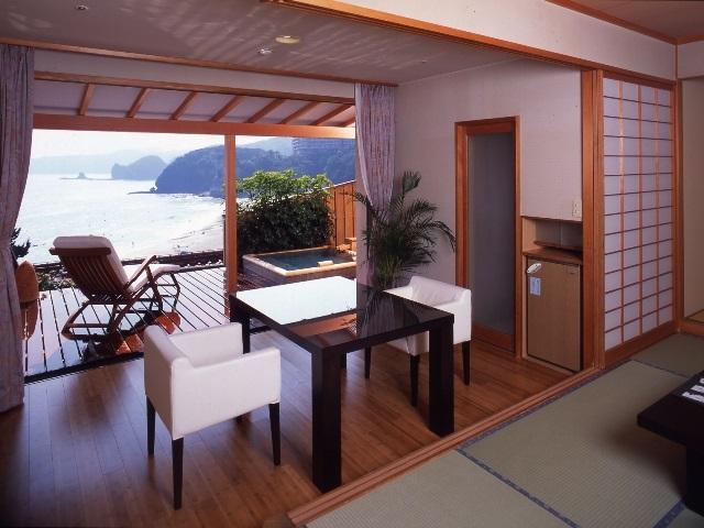 伊豆石の露天風呂付きのお部屋1例