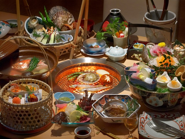 鮑の踊り焼・伊勢海老のお造り・金目鯛塩炊を選択したご夕食のイメージ