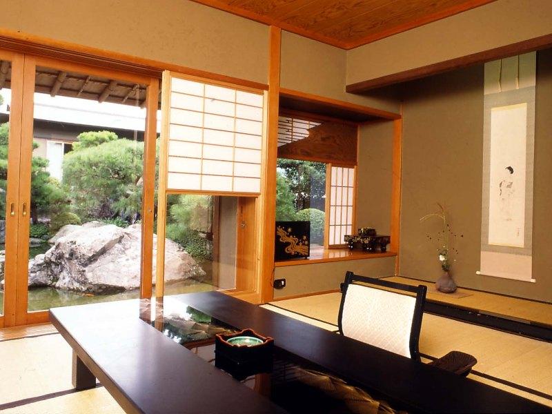 全室離れの客室は侘びを極めた数寄屋造り。お風呂は檜です。