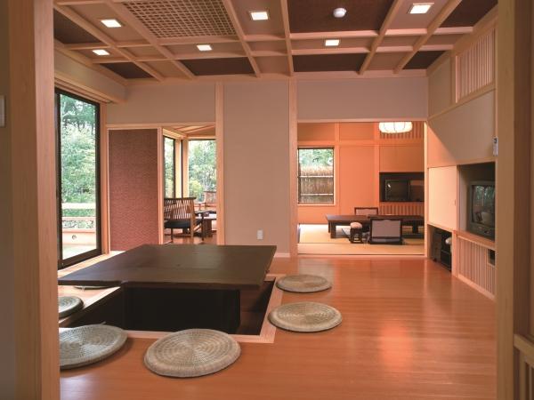 本館 1階(和室12.5帖+6帖+サンルーム+天然温泉檜風呂)