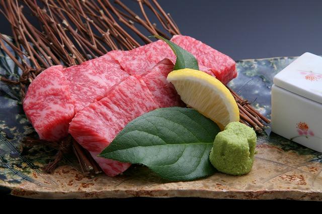 噛むほどに旨味広がる上質な肉質の「上州牛」をステーキで