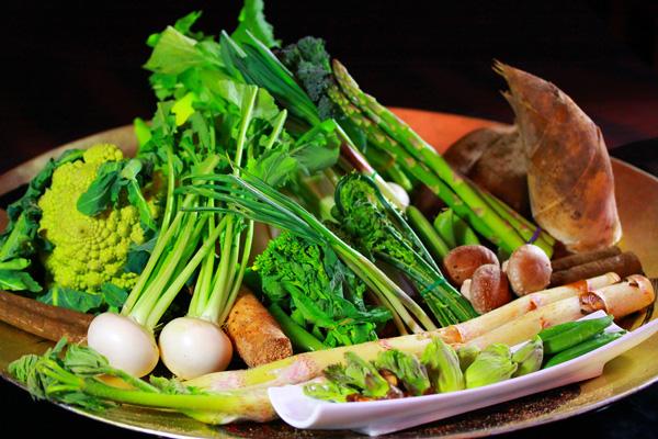 旬の味覚・新鮮な山菜をご満喫下さい。