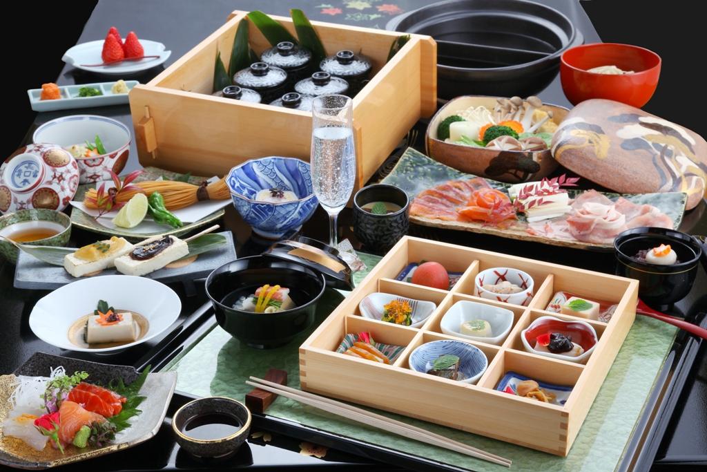 """和食ならではの滋味溢れる""""悠湯里会席""""一例"""