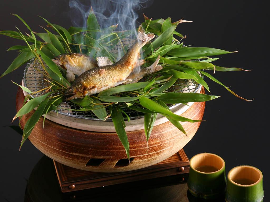 鮎の囲炉裏鉢焼き