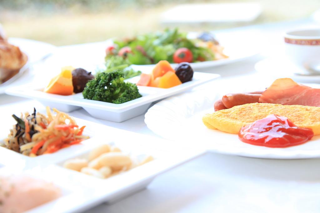 朝食は和洋40種類のバイキングとなります(写真はイメージです)