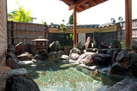 草津の名湯を露天風呂で