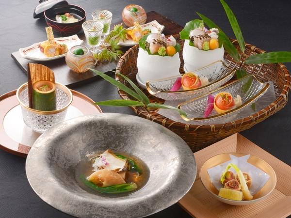 【ご夕食】 山懐石 (※写真は6〜8月の料理イメージとなります)
