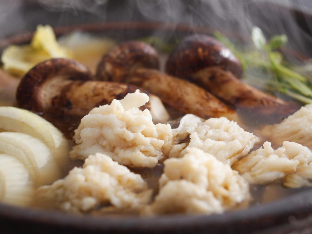 錦秋鱧と松茸、淡路玉葱のすき鍋 ※料理イメージ