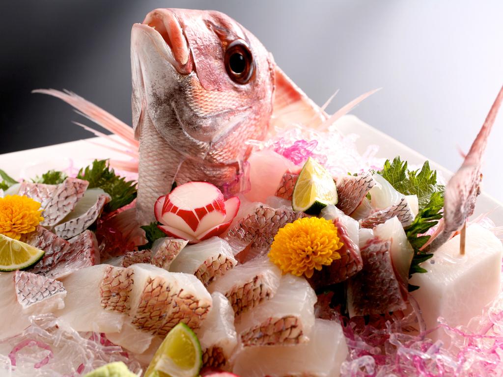"""産卵期の春を迎えピンク色に体を輝かせる""""桜鯛""""(イメージ)"""
