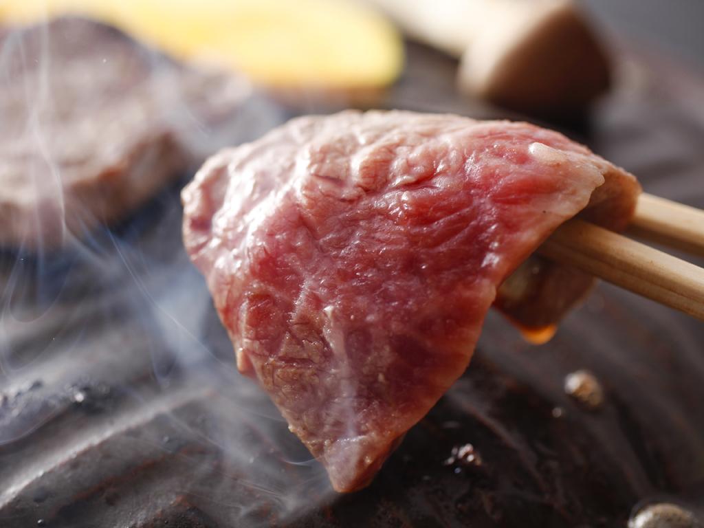 風味豊かな淡路牛をお好みの焼き加減で。淡路牛の石焼(イメージ)