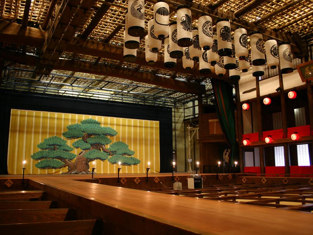 【金丸座(旧金毘羅大芝居)】江戸時代の雰囲気を今に伝える日本最古の芝居小屋
