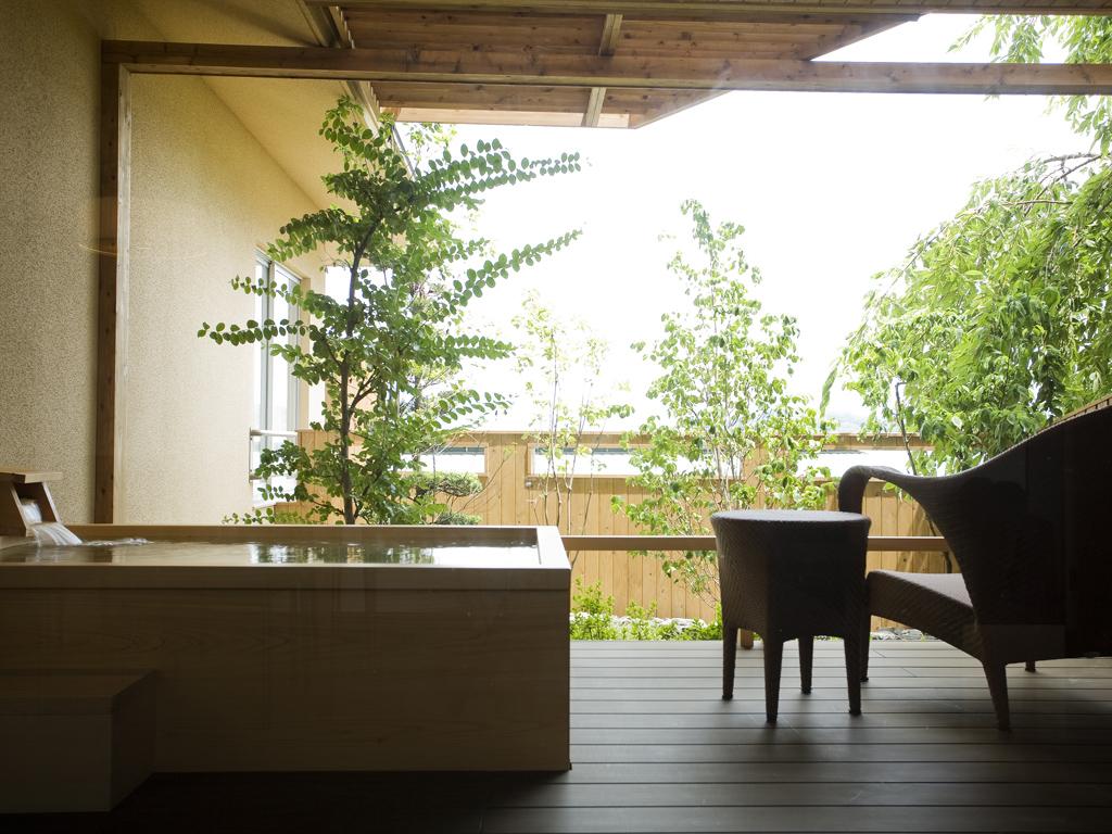 お部屋の露天風呂でプライベートな湯浴みを