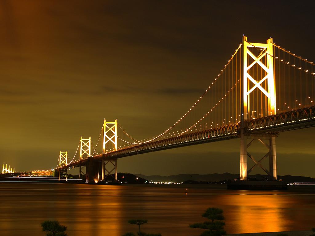 夜の瀬戸大橋を渡り讃岐地へ