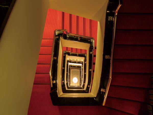 ホテル螺旋階段