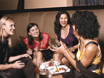 仲の良い友達が集まれば、こんな素敵なホテルタイムが過ごせます