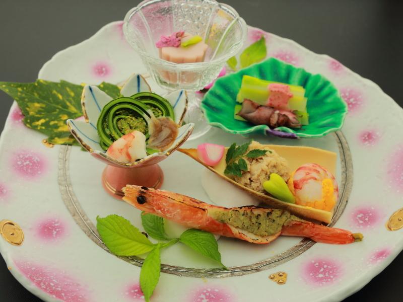 【春の前菜】桜豆腐 蛍イカあさつきの梅肉酢味噌 有頭エビ木の芽焼 ほか