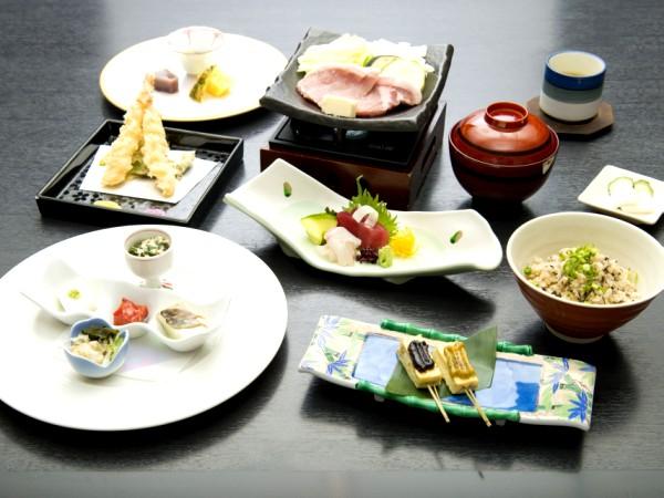 【2食付】贅沢なお食事に大満足♪和食会席全9品でおもてなし