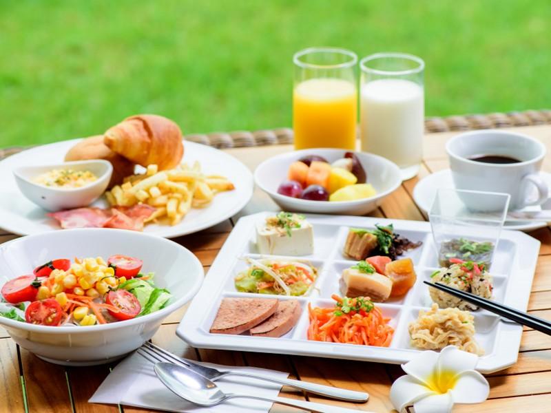 朝食ビュッフェは、和食・洋食・沖縄料理もございます。