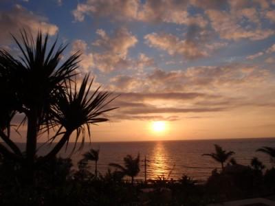 東シナ海に沈む夕日を臨む全室オーシャンビュー♪