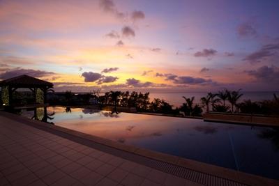 夕日を眺めながらゆったり流れる島時間