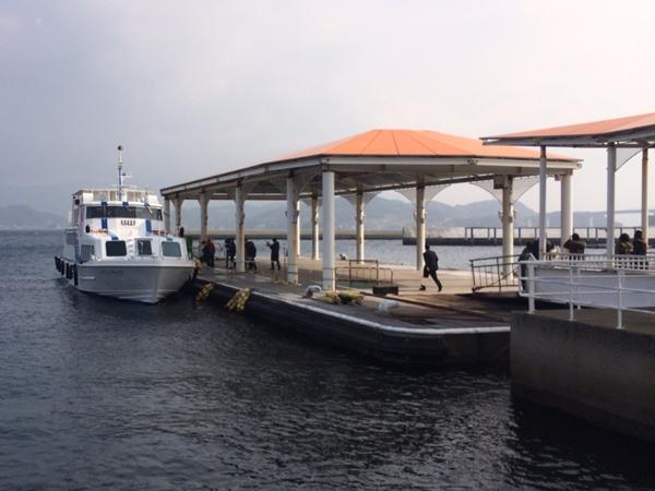 伊王島港よりご乗船/長崎発、伊王島経由軍艦島コースの船です