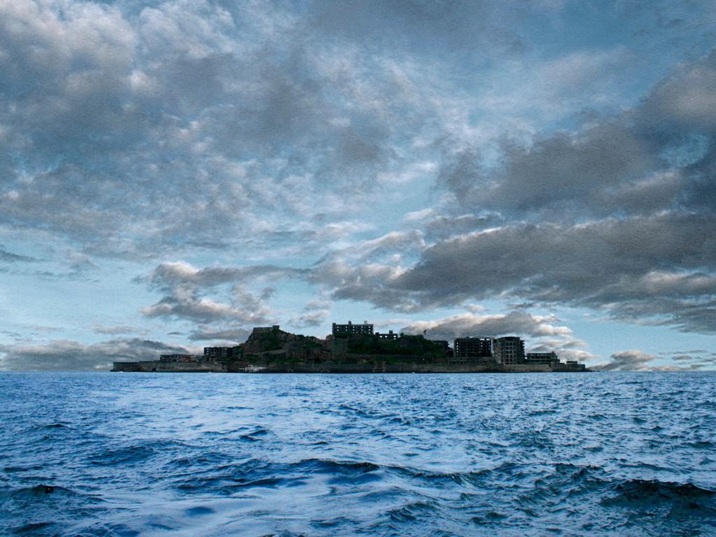 端島はこの姿が軍艦に見えることから「軍艦島」と呼ばれる