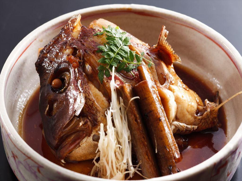 和食の職人が煮付けた「鯛の荒炊き」は絶品の一品。