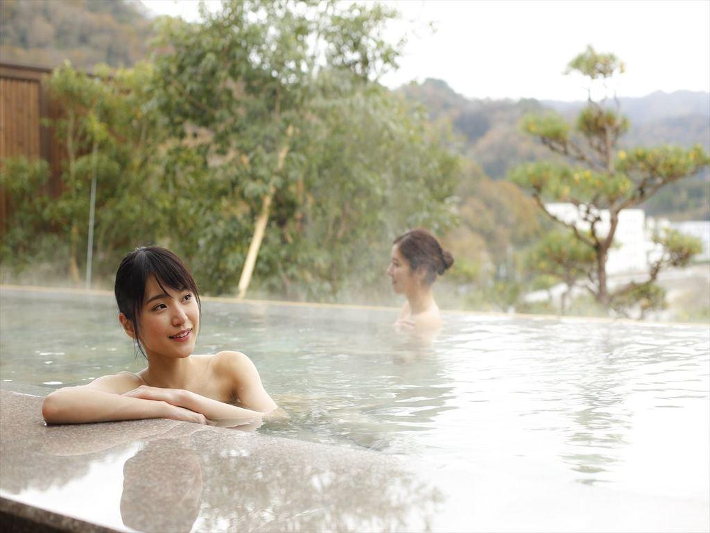 多彩な浴槽を設え飽きる事の無い湯浴みをお楽しみ頂けます