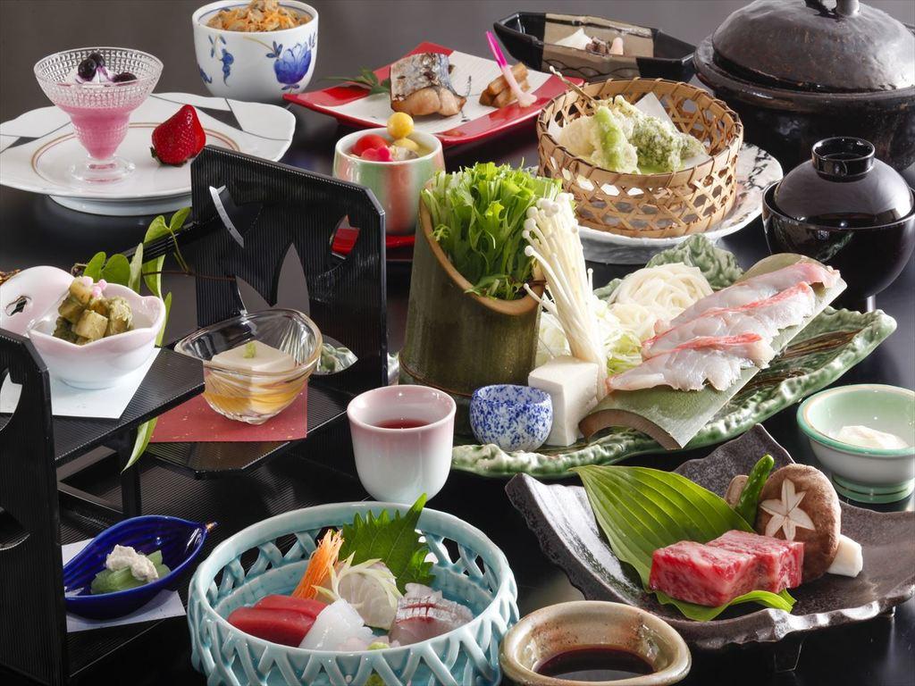季節の食材を散りばめた会席料理をお召し上がり頂きます。(3月〜5月のイメージです)
