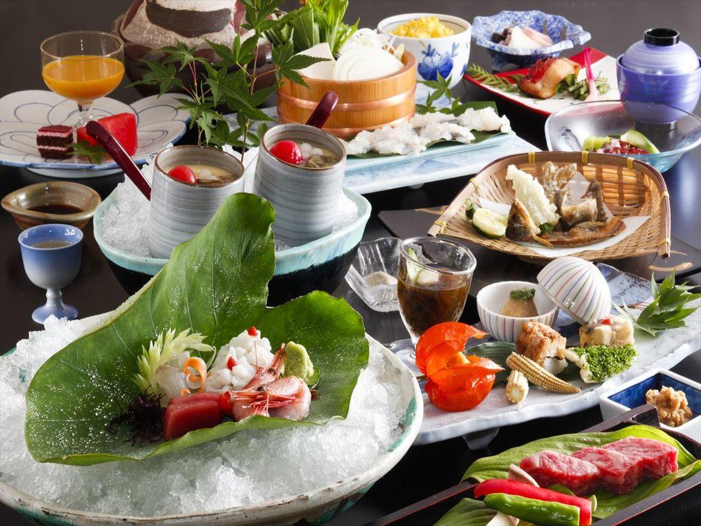 季節の素材を取り入れた会席料理をお楽しみ下さい。(画像は6月〜8月のイメージです)