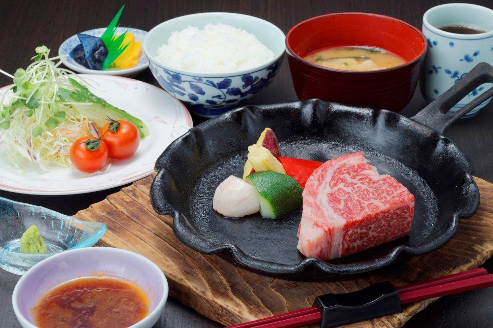 地元のブランド牛「姫路和牛」を贅沢にステーキで!