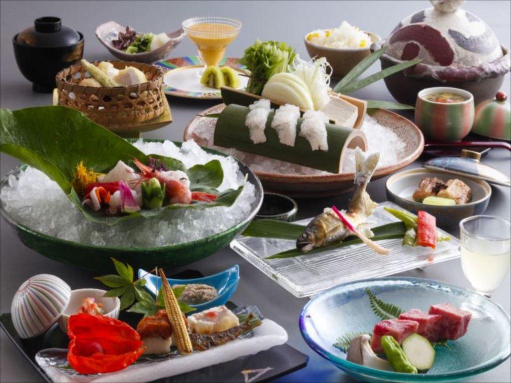 季節の食材を散りばめた会席料理をお召し上がり頂きます。(9月〜11月のイメージです)