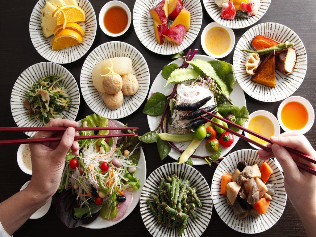 農家野菜BAR、地元播磨のフレッシュな野菜やお惣菜が食べ放題!
