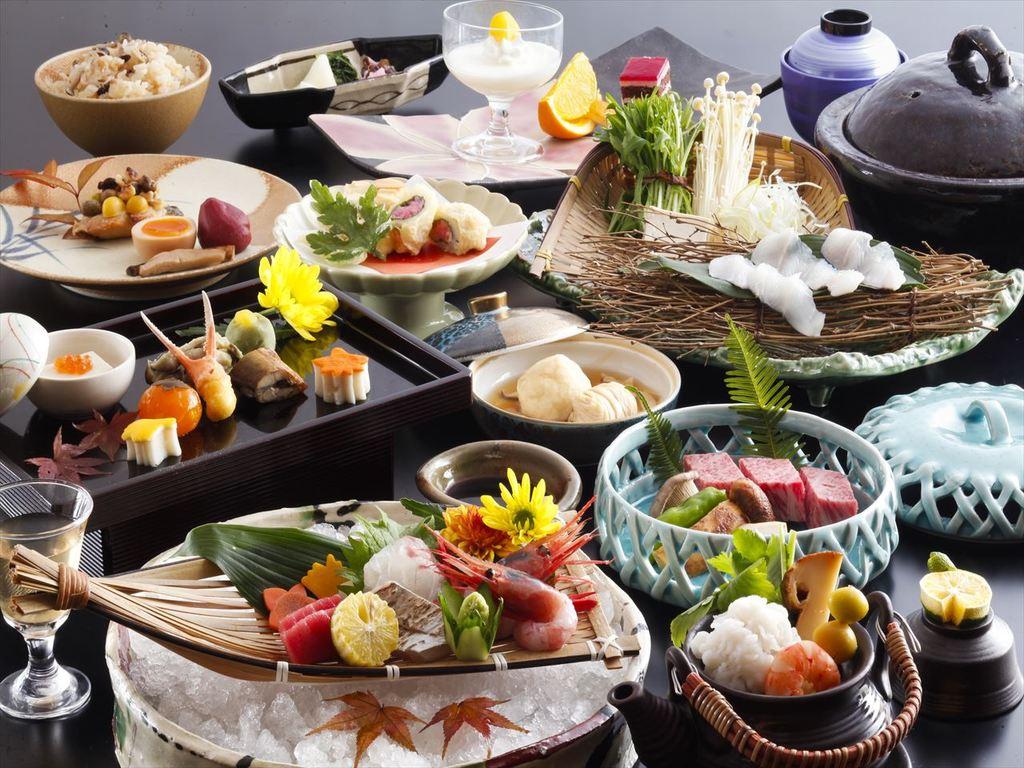 旬の素材を取り入れた会席料理をお楽しみ下さい。(画像は9月〜11月のイメージです)